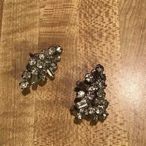 Vintage Weiss Icy Rhinestone Cluster Earrings